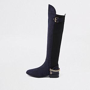 Marineblauwe over-de-knie-laarzen met brede pasvorm en ketting