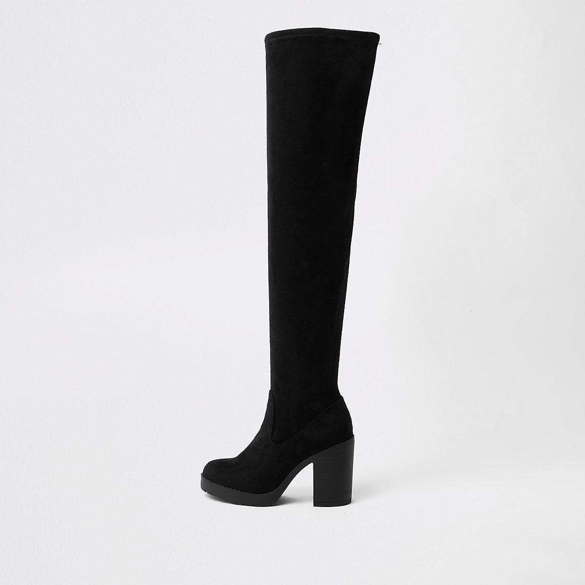 Schwarze, grobe Overknee-Stiefel mit weiter Passform