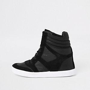 Zwarte vetersneakers met sleehak