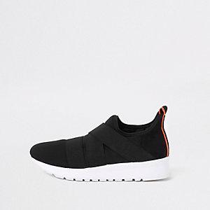Schwarze, elastische Laufschuhe