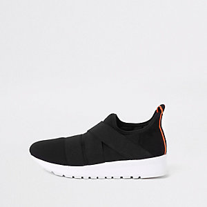 Black elastic runner sneakers