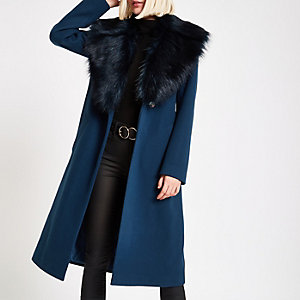 Blauwgroene jas met strikceintuur en rand van imitatiebont
