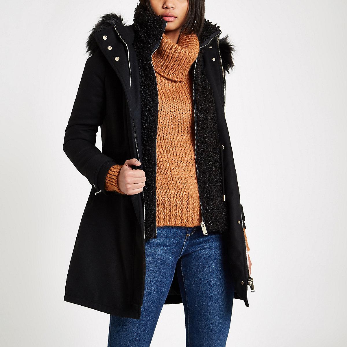 Zwarte dubbellaagse jas met imitatieschapevacht