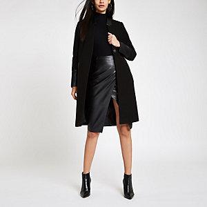 Schwarzer Mantel mit Kunstlederbesatz