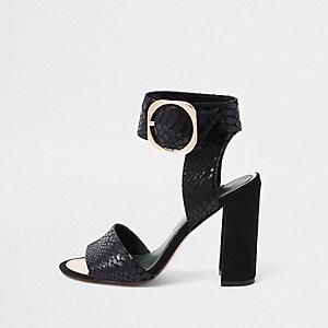 Zwarte sandalen met krokodillenprint in reliëf en blokhak