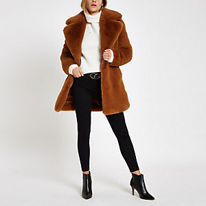 Manteau long en fausse fourrure marron