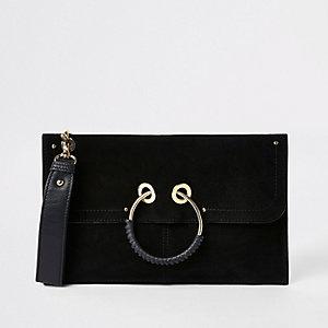 Pochette en cuir noire avec anneau sur le devant