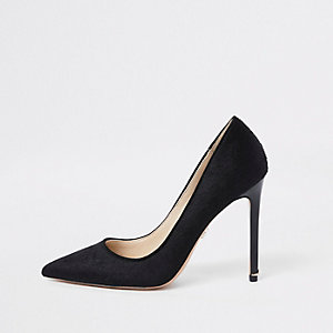 Black plush leather pumps