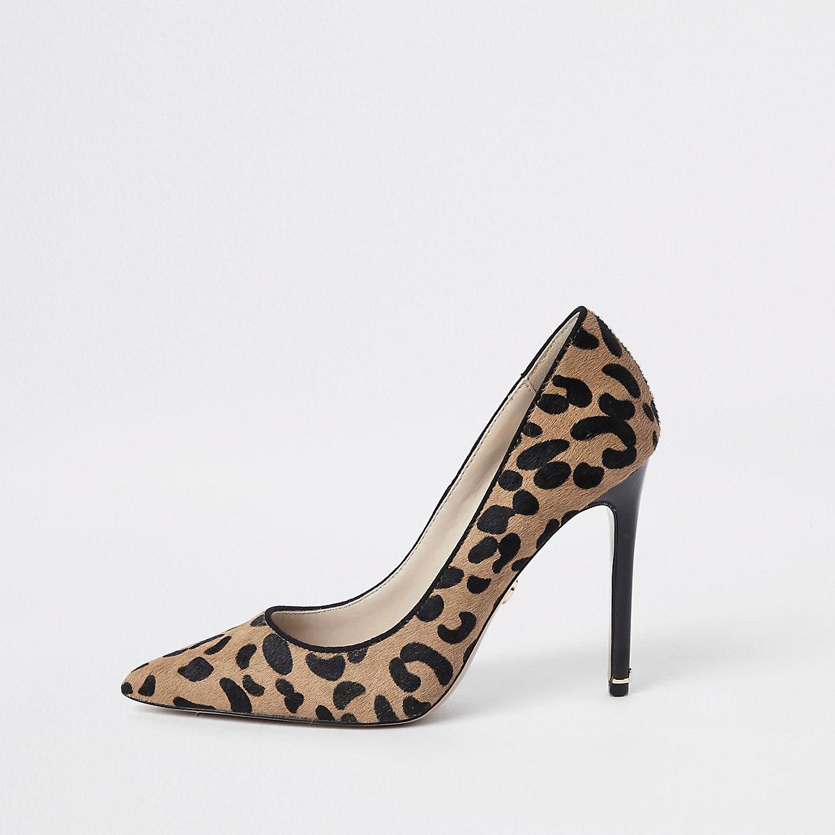 Brown leather leopard print pumps