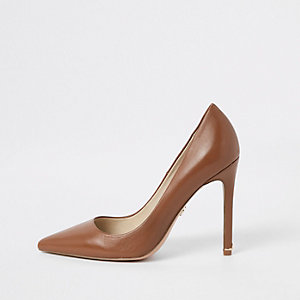 Brown plush leather pumps