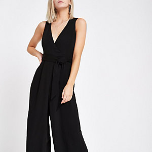 RI Petite - Zwarte, mouwloze jumpsuit met wijde pijpen