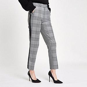 Zwarte geruite broek met rechte pijpen en streep opzij