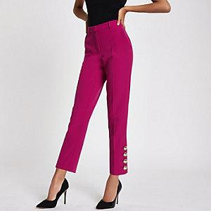 Roze smaltoelopende broek met goudkleurige knopen