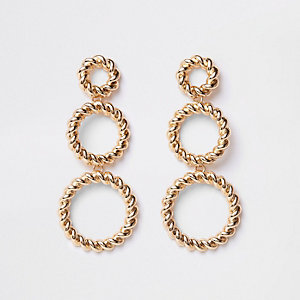 Boucles d'oreilles dorées à trois anneaux torsadés