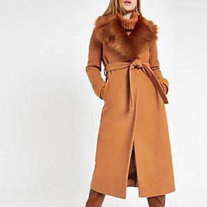 Manteau peignoir marron à ceinture avec fausse fourrure