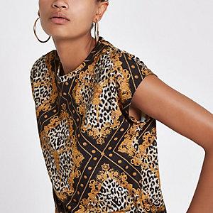 Zwart T-shirt met sjaalprint