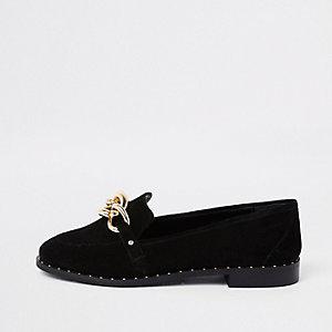 Zwarte suède loafers met goudkleurige ketting