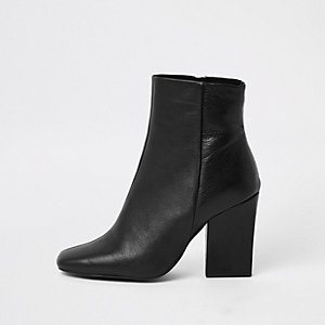 Black 0654 Kora Chelsea Piched Boot