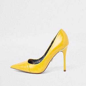 Gele pumps met vouw voor