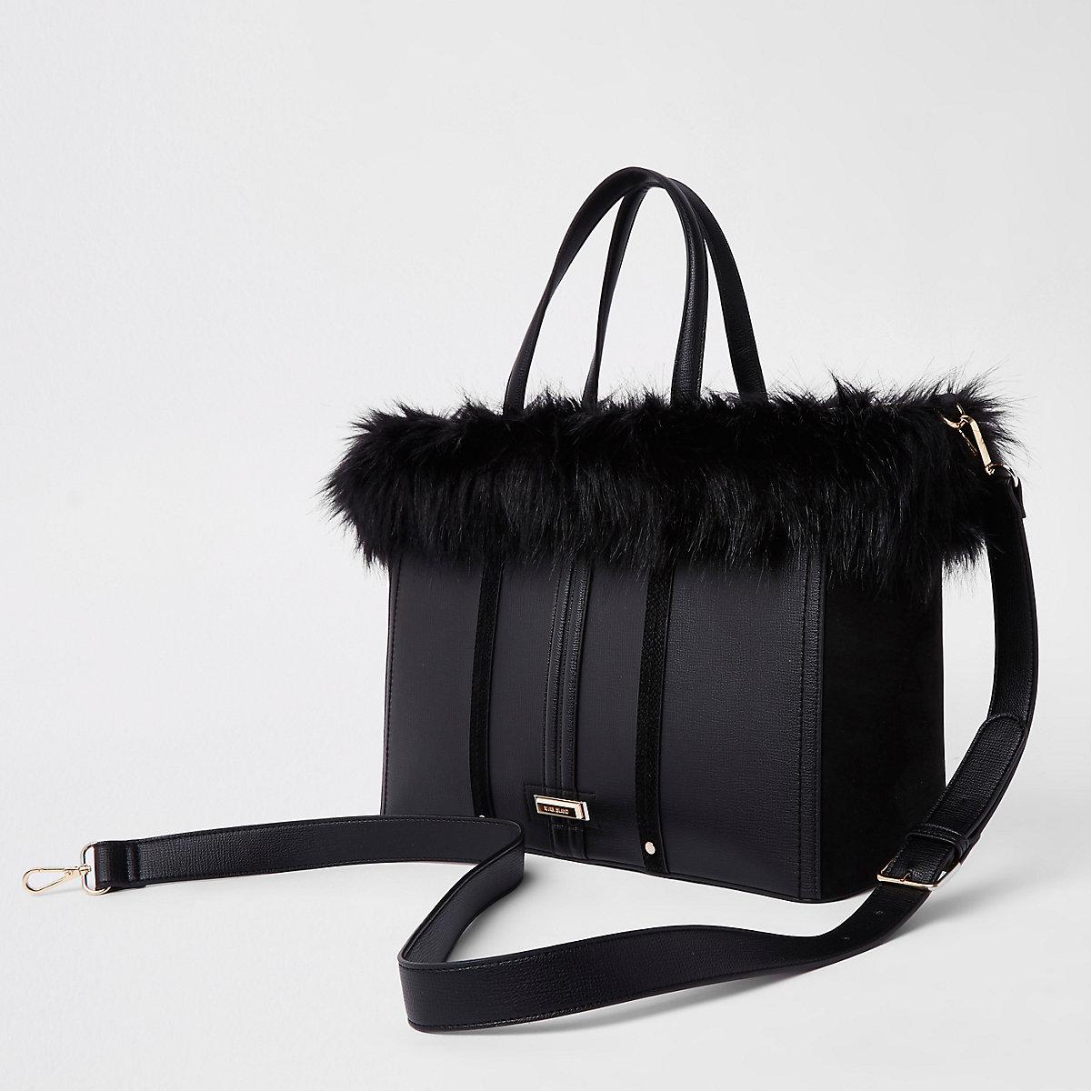 Zwarte handtas met rand van imitatiebont en zij-inzetten