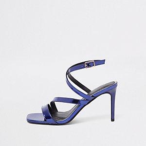 Paarse lakleren asymmetrische sandalen met bandjes