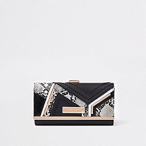 Zwarte portemonnee met druksluiting en paneel met slangen- en krokodillenprint