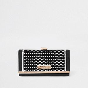 Zwarte portemonnee met zilverfolie en druksluiting