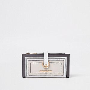 Portefeuille beige clair avec poche sur le devant et boucle