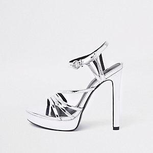 Zilverkleurige sandalen met bandjes en plateauzool