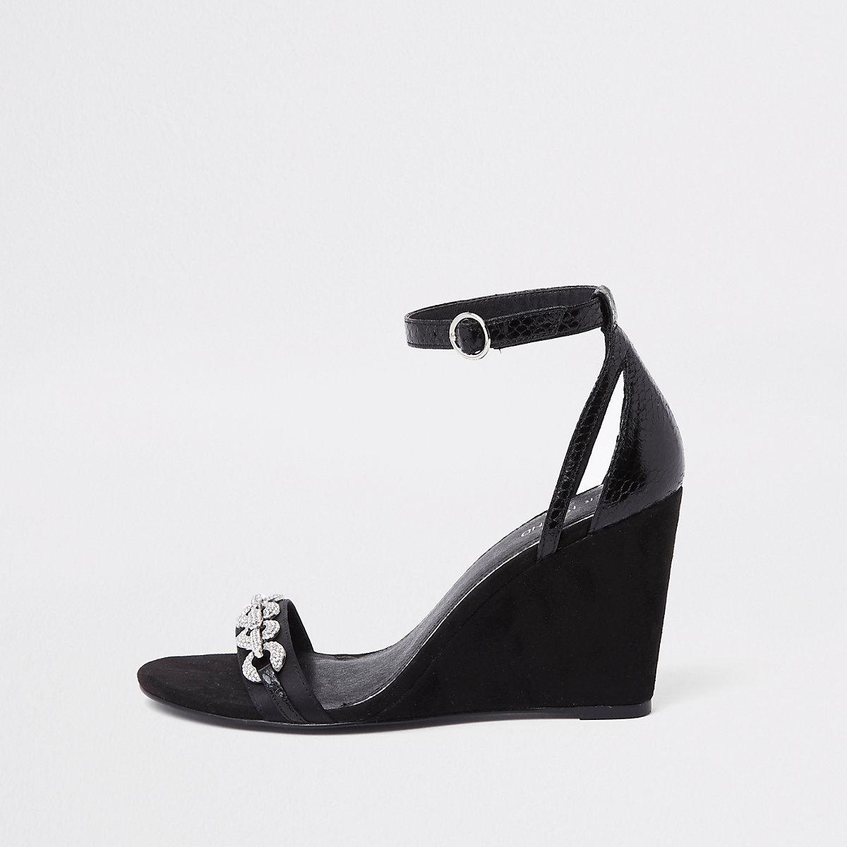 Zwarte schoenen met sleehak en siersteentjes