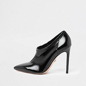 Black high vamp patent court shoes
