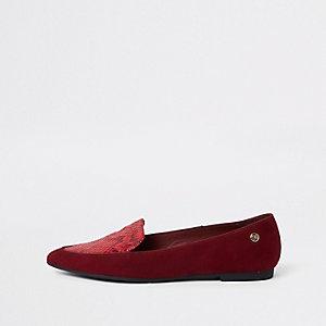Chaussures plates rouges à bout pointu effet croco