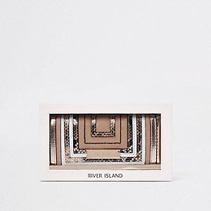 Porte-monnaie beige à découpes et fermoir clip dans boîte cadeau