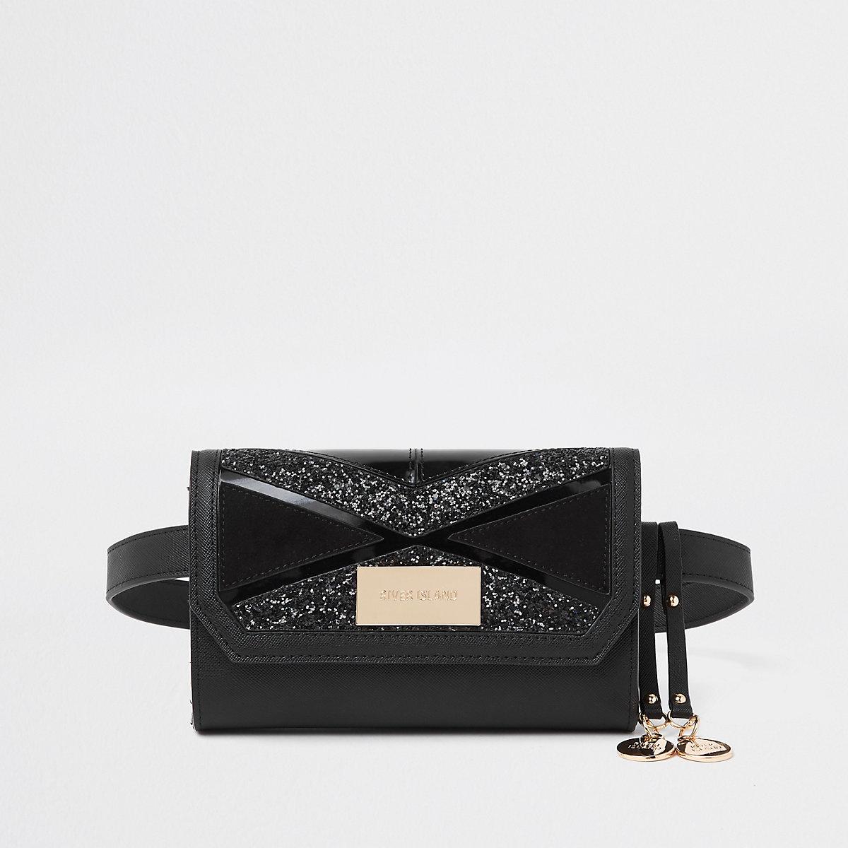 Zwart heuptasje met riem en uitgesneden paneel