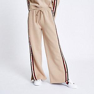 Petite – Pantalon de jogging beige à bandes et boutons pression sur le côté