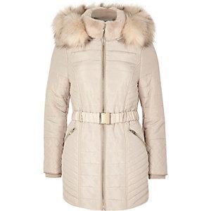 Petite – Wattierter Mantel in Creme mit Gürtel
