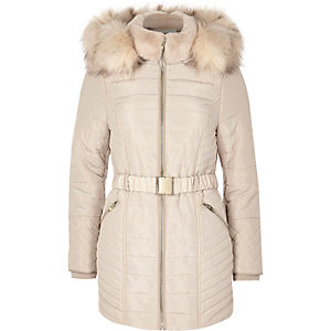 Petite – Manteau matelassé crème à fausse fourrure et ceinture