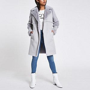 Petite ‒ Manteau long en daim gris bordé de fausse fourrure
