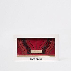 Coffret-cadeau porte-monnaie rouge foncé à découpe et fermoir clip