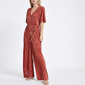 RI Petite - Roze plissé jumpsuit met V-hals