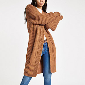 Cardigan long en maille torsadée marron