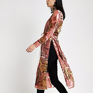 Roze kimono met print en gestrikte taille