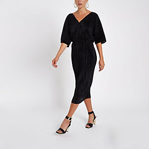 Zwarte plissé midi-jurk met V-hals