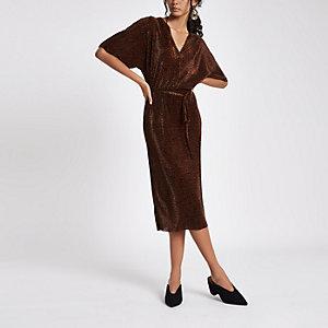 Braunes Kleid mit Kimonoärmeln und Leopardenprint