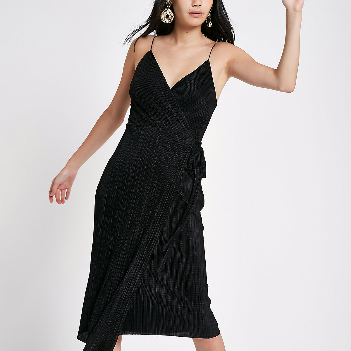 Zwarte plissé midi-slipdress met overslag