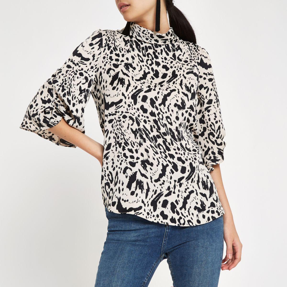 Zwarte top met luipaardprint en gedraaide mouwen