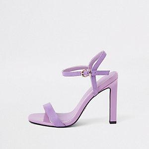 Paarse minimalistische sandalen