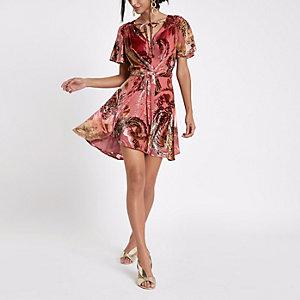 Roze gebloemde midi-jurk met strikceintuur