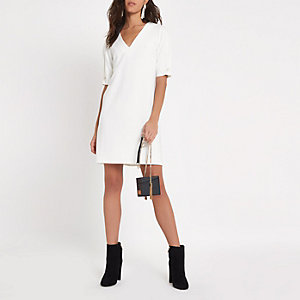 White short sleeve v neck swing mini dress