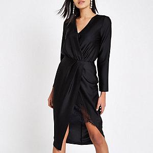 Zwarte getailleerde midi-jurk met overslag